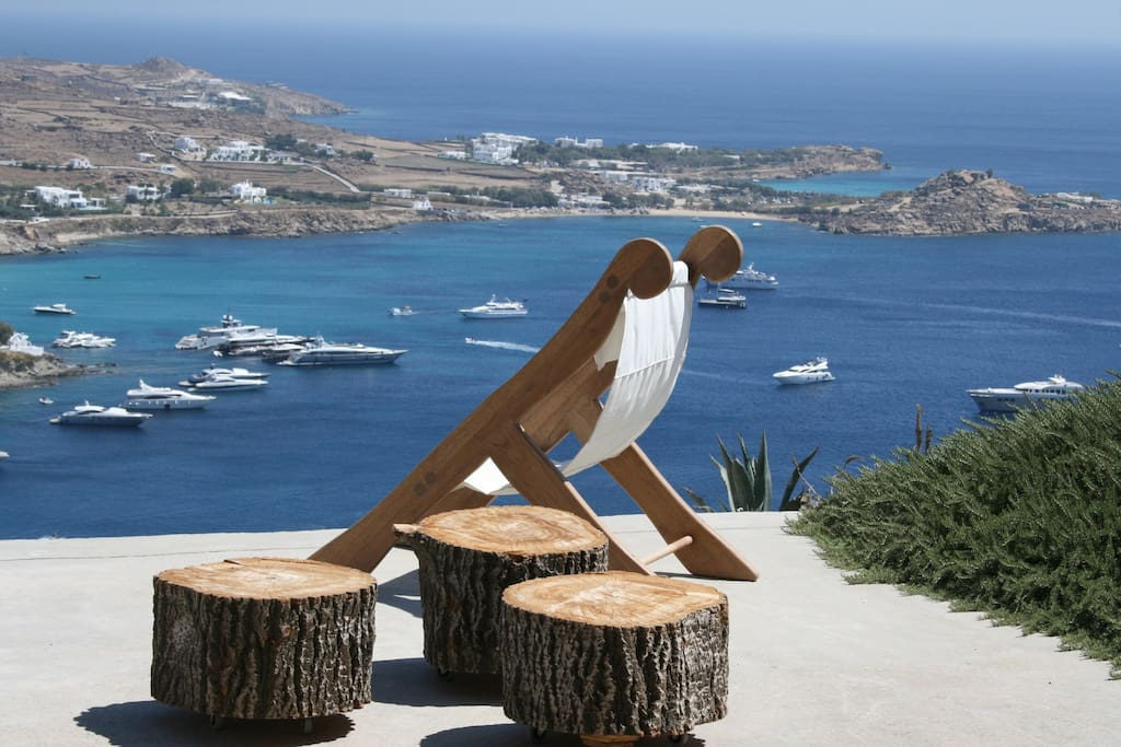 uninhibited view from the whole villa to the most cosmopolitan beach of Mykonos, Psarou beach