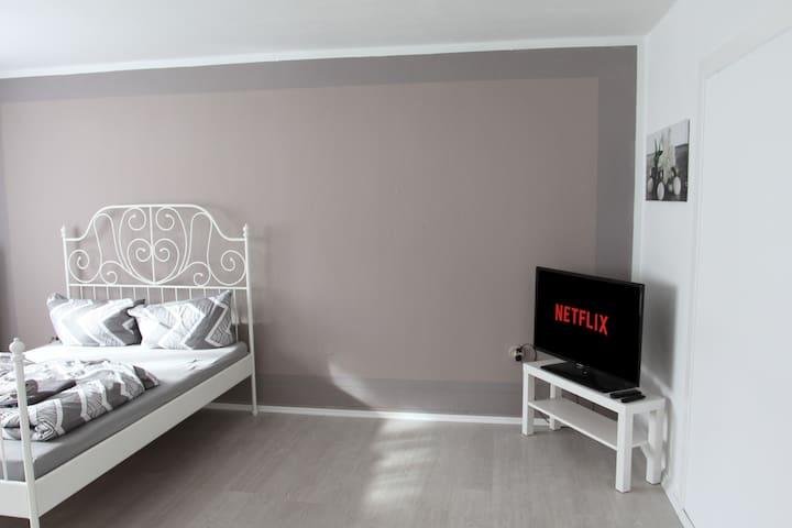 Doppelzimmer 18m² in Hanau - Pixie Home Zimmer 1 -