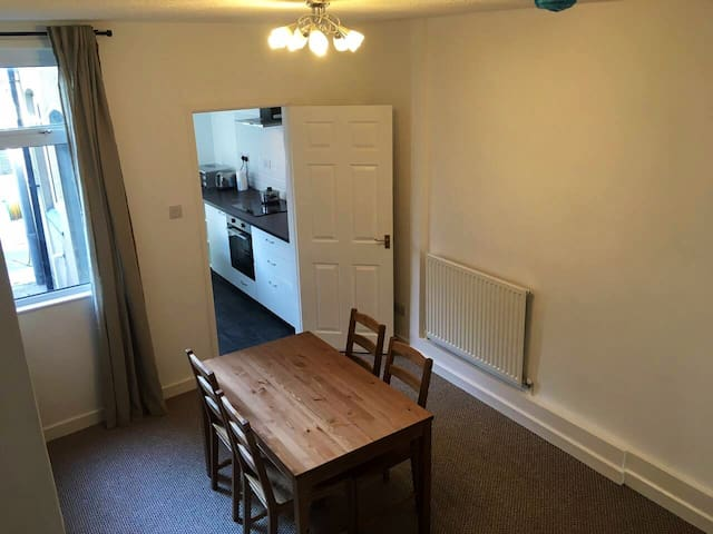 *CV213SG Whole 2 Bedrooms house near Rugby Station