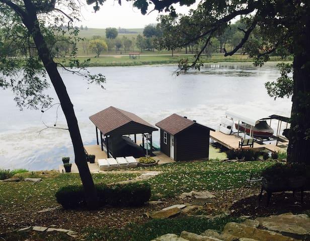 5 Bedroom Lakehouse on Wabaunsee