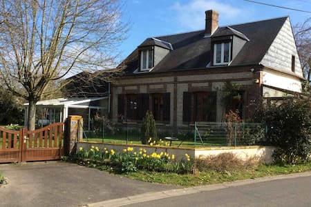 Charming farmhouse in quiet town near Evreux - Saint-Luc - Hus