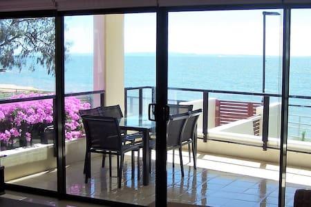PANDANUS ON THE BEACH SPACIOUS  (268 m2)APARTMENT - Redcliffe - Apartament