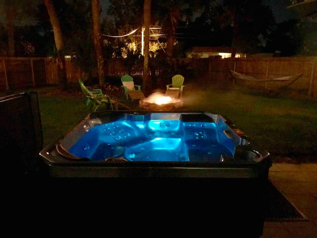WK-DAY SPECIAL Jacuzzi, Near Dwtn, Amp & Beaches