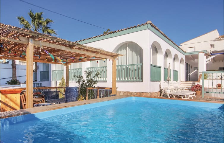 Holiday cottage with 4 bedrooms on 166 m² in Las Lagunas de Mijas