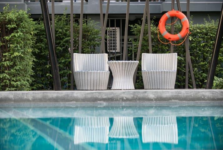 崭新泳池健身房公寓 可做饭 普吉岛中心  去哪都方便 当地市场夜宵租摩托 芭东海滩普吉镇10分钟车程