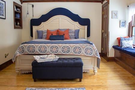 Stylish comfort in a spacious B&B. - Leonard - 家庭式旅館