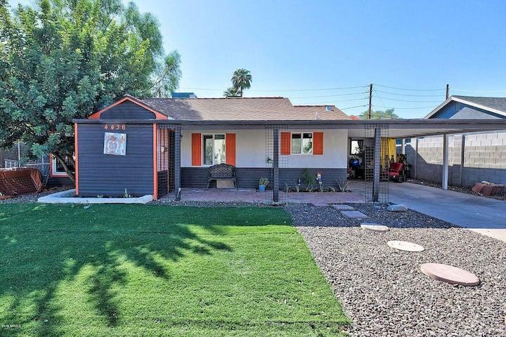 Cozy 2 bedroom home in prime Phoenix Location A++