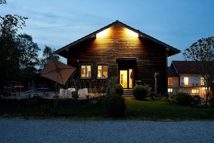 Ferienwohnung mit privatem Garten - 200m zum See.