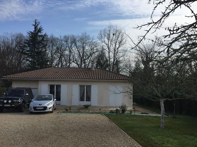 Chambre dans maison, parking - Castillon-la-Bataille