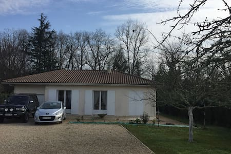 Chambre dans maison, parking - Castillon-la-Bataille - Casa