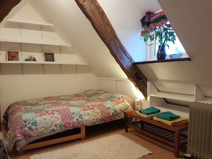 Lovely attic room close to the centre of Frome.