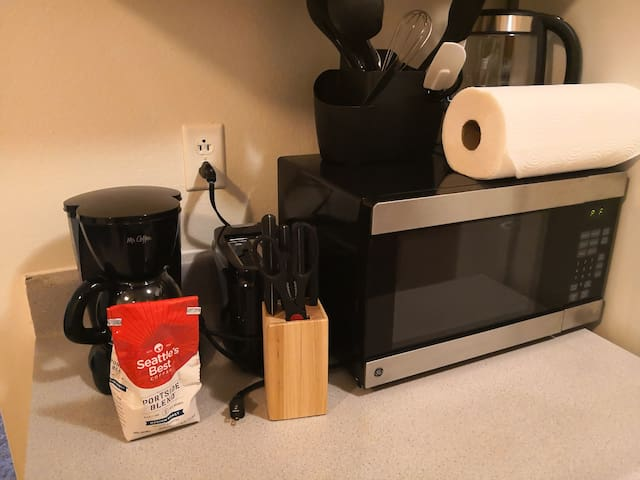 Great Clean One Bedroom, Perfect for UW Visitor