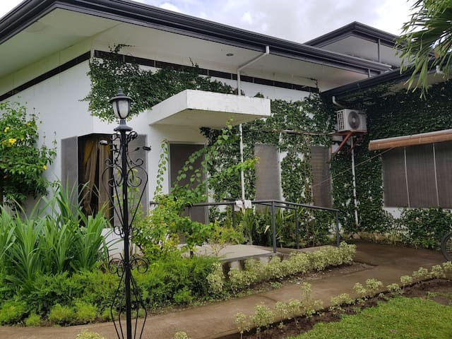 Big house in dumaguete can accomodate up to 32 pax