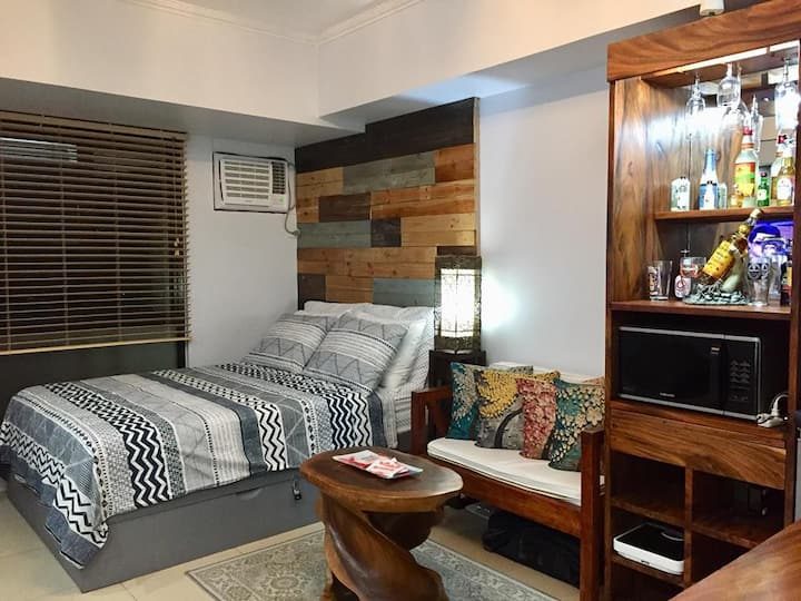 UNIQUE STUDIO, wifi,  FREE Parking, Serin Tagaytay