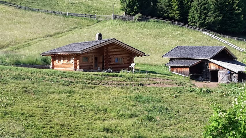 Woodhouse in the middle of the Dolomites - Castelrotto - Alpehytte