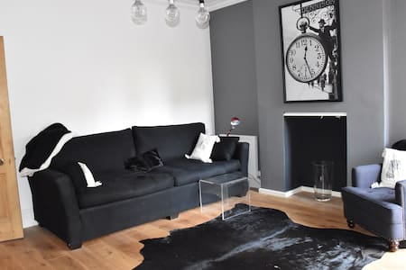 Luxury Bed & Breakfast near Airport - Wilmslow - Haus