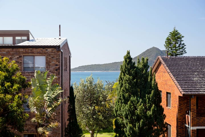 3 'Endeavour', 13 Ondine Cl - large three bedroom unit with filtered water views