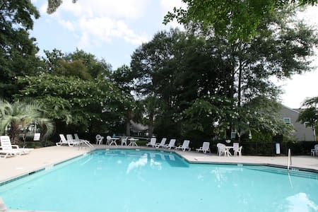 Lux Townhome 12min to Historic Chas. 2bed/2.5bath! - Casa