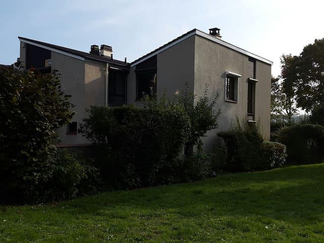 Grande chambre proche préfecture - Cergy - Casa
