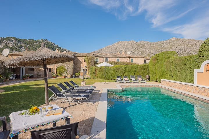 L'HORT -  Restored stone country house with charm.