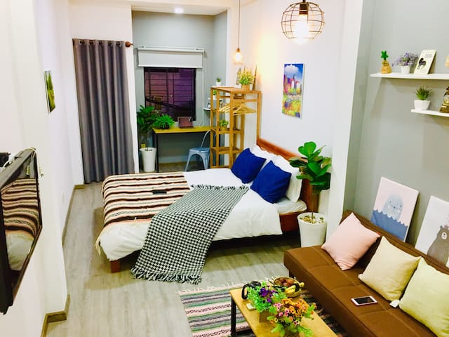 #E301cms-Cozy Apartment w Balcony near Bui Vien D1
