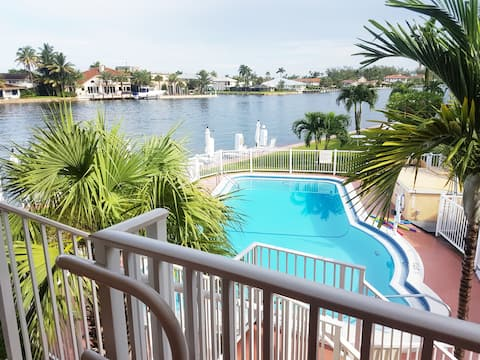 Studio 455 feet, front canal, 100 mts  the beach .
