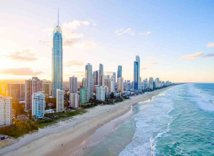 Surfers Paradise,Free Parking&WiFi,Pools,TopFloor!