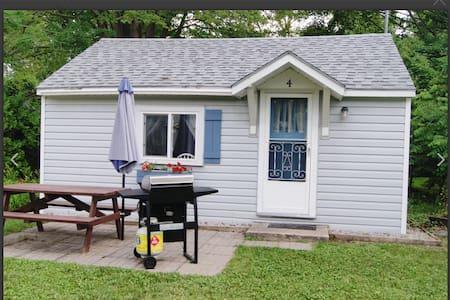 Backyard cottage 4