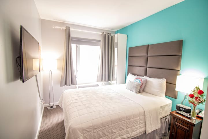 ★Premier Room One Queen Bed, City View★
