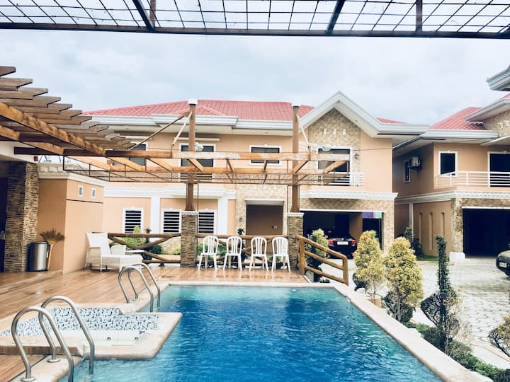 7 bedroom Modern villa in Angeles near Clark, Pamp
