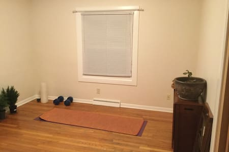 Quiet Private Room Near Dowtown Urbana - Urbana - Hus