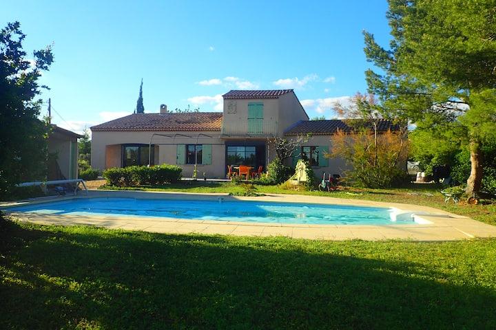 Villa provençale entre Aix en Pce et la Camargue
