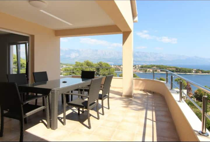 Large Apartment in Sumartin near beach 1F