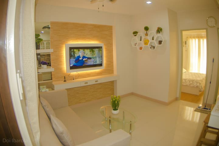 Suite Gelostair-2BR condo in davao city+Wi-Fi/pool