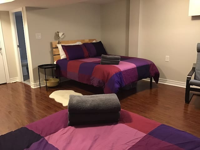 Still House : Queen Bed with Private Bathroom