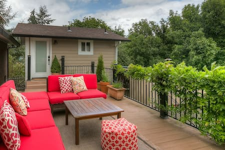 Willamette Valley Riverside Retreat - Independence - Talo