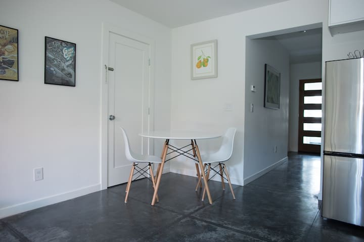 Charming 2 bedroom in Richmond