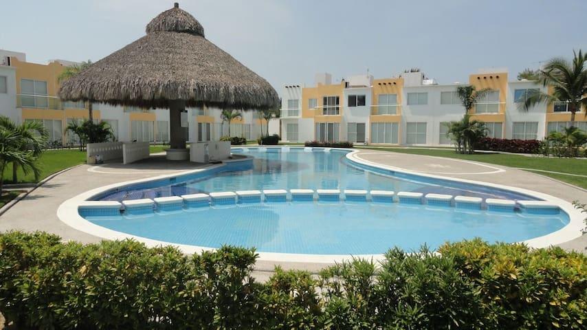 Casa con alberca grande en Acapulco Diamante.
