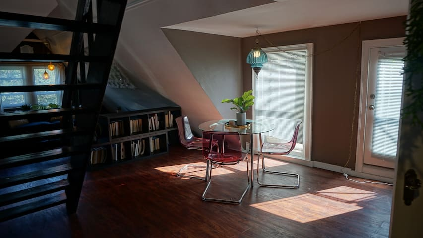 Spacious Loft Apartment 1 Block From City Park