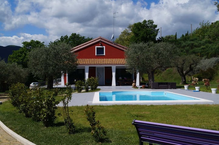 The broom house, pool private garden-Marche