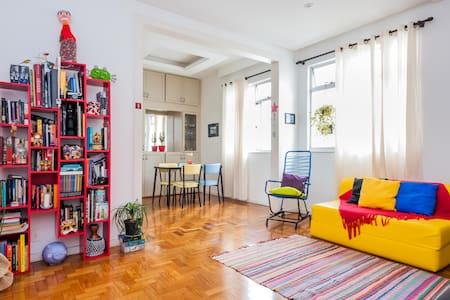 Quarto em apartamento  na região da Savassi