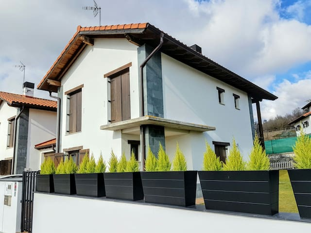 Great House for you Mountain trips, 30min Donostia - Lekunberri - บ้าน