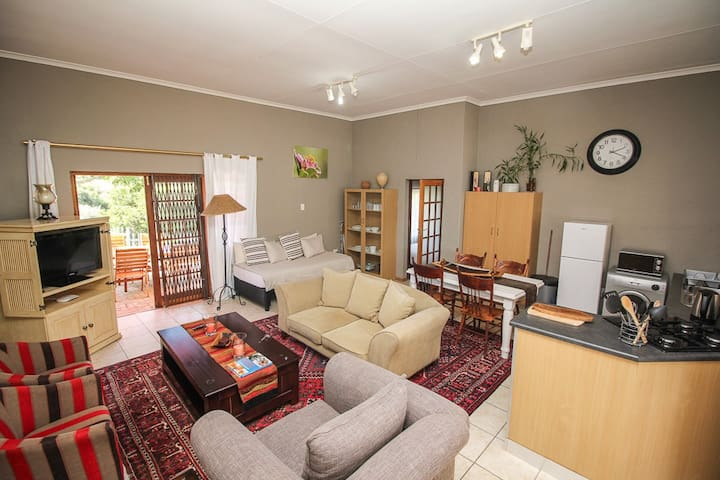 COZY SELF CATERING COTTAGE IN BEAUTIFUL SETTING