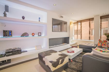 <50% 0ff> Modern Apartment In An Ideal Location!