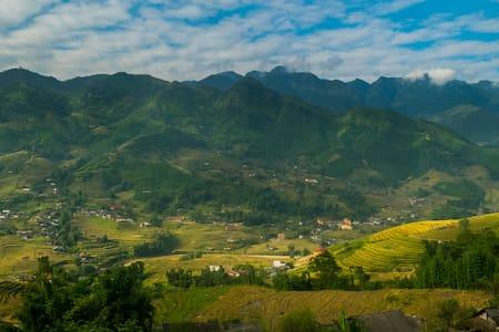 Sapa Trekking with Hmong giude