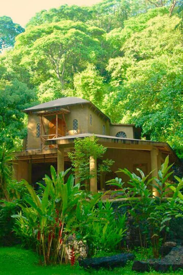 Santuario de pavo reales . Casa Chalacas