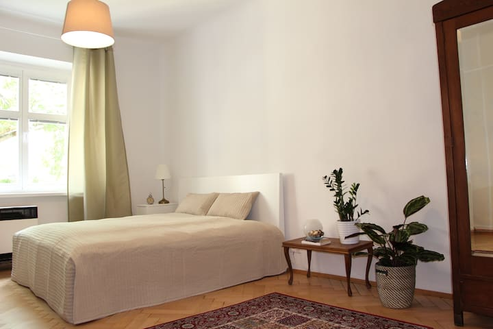 Stylish comfortable apartment close to city centre