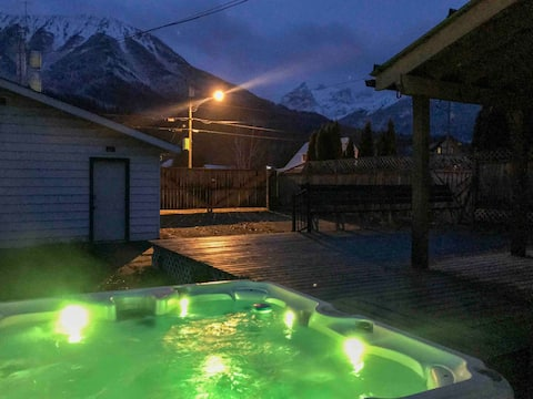 HotTub,King and Queen Bed,Sleeps 6, Secure parking