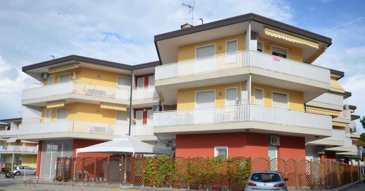 apt for 2+2 persons with a/c in Bibione R81893