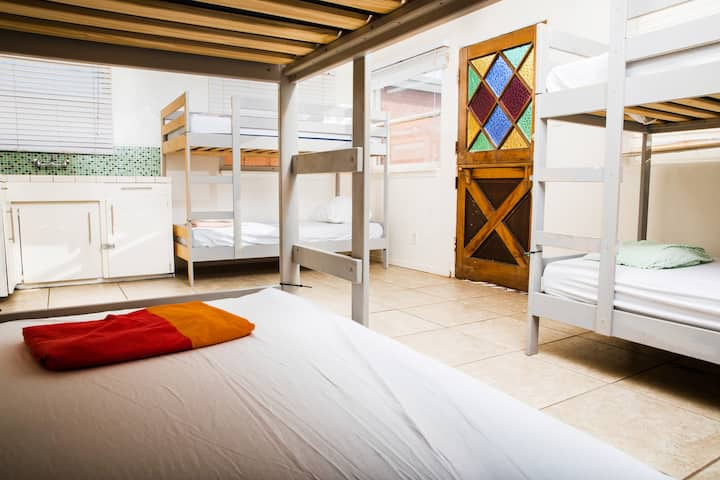 Ocean Front Hostel! - Bed in 8 Bed Female Room